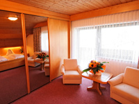 Pleasant and friendly atmosphere and warm colours - staying at the ***Hotel Schönbrunn